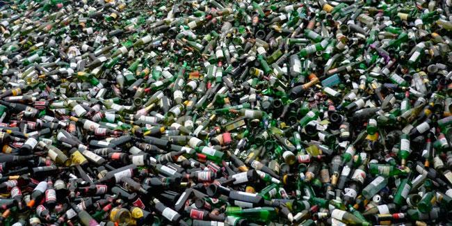 Бутылки на мусоре