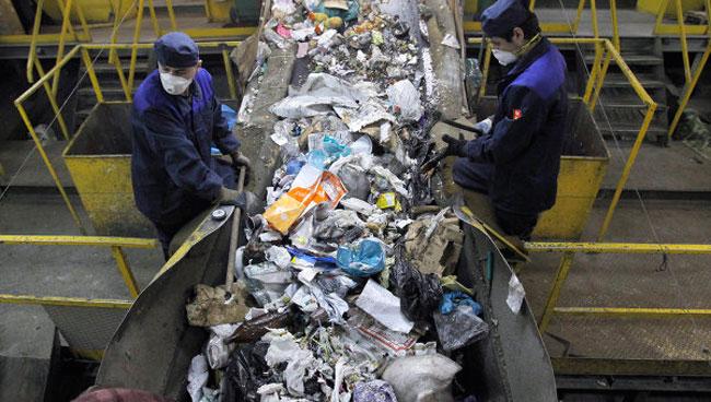Переработка мусора на заводе